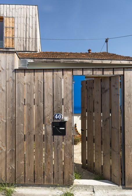 Photo : © Julien Fernandez - Bordeaux - 2016 - Extension en bois d'une maison ouvriere des annees 1950 a Bordeaux. Architecture : agence Fabre / de Marien - 8 cite Montagut 33300 Bordeaux Tel. +33 5 57 87 13 81
