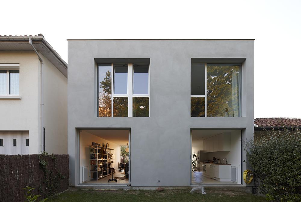 Maison 69 julie fabre matthieu de marien architectes for Enduit exterieur gris